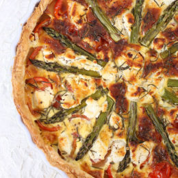 TOMATO, ASPARAGUS AND GOAT'S CHEESE QUICHE