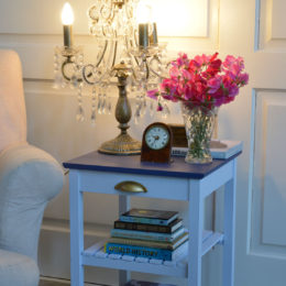 Paint DIY: Update a boring bedside table