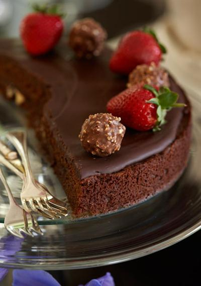 BROWNIE CAKE WITH GANACHE TOPPING