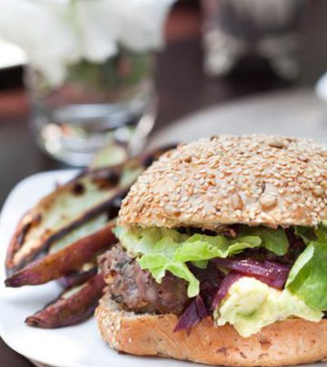 GREEK LAMB AND FETA BURGERS