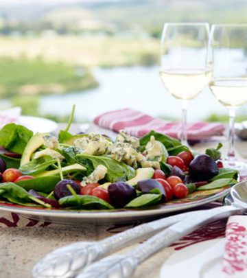 BABY SPINACH SALAD WITH PEARS AND GORGONZOLA