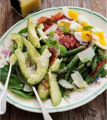 WARM WINTER SPINACH SALAD WITH AVO
