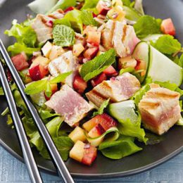 FRESH TUNA SALAD WITH NECTARINE SALSA
