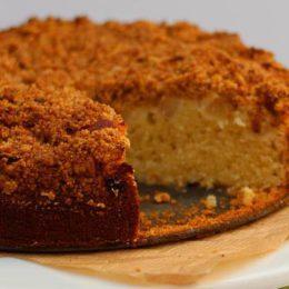 APPLE AND CARDAMOM CRUMBLE CAKE