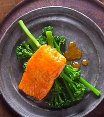 CLEMENGOLD GLAZED SALMON WITH TENDER STEM BROCCOLI