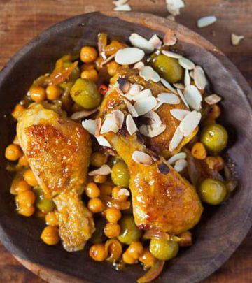 CHICKEN AND CLEMENGOLD TAGINE