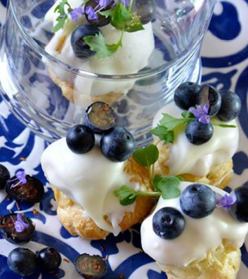 BLUEBERRY AND PISTACHIO PROFITEROLES