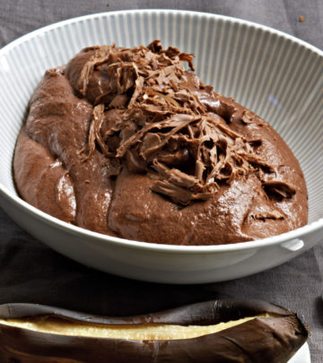 OAK-SMOKED-CHOCOLATE-MOUSSE-WITH-BRAAIED-BANANAS