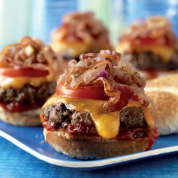 BACON CHEESEBURGER SLIDERS WITH SPICY TOMATO SAUCE