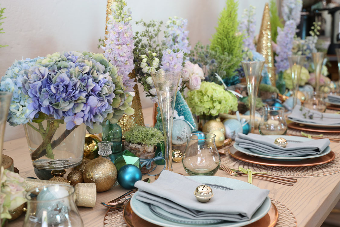 A Blue And Gold Festive Table Setting Sa Garden And Home