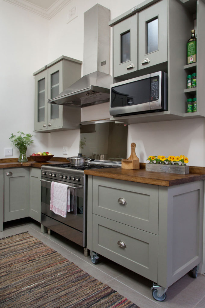 A welcome kitchen makeover sa garden and home for Kitchen cupboards sa