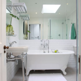 Beautiful bathrooms: compact but light