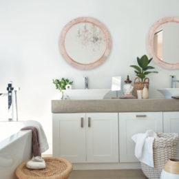 Quick bathroom decor ideas: natural charm