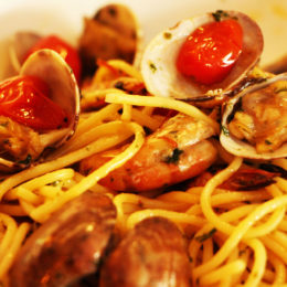 Spaghetti with prawns and clams