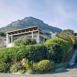 A-modern-seaside-Houtbay-home_exterior
