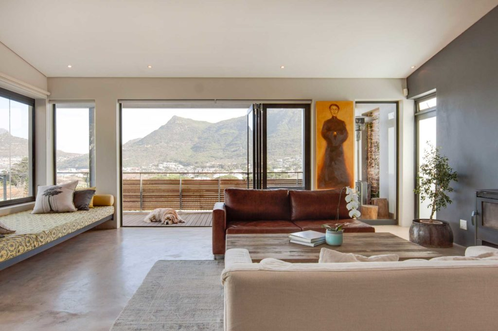 A-modern-seaside-Houtbay-home_living-room