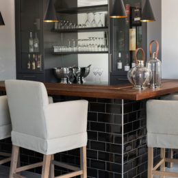 Home-bar_black-tiles