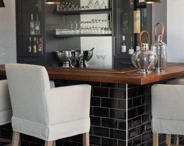Home-bar_black-tiles