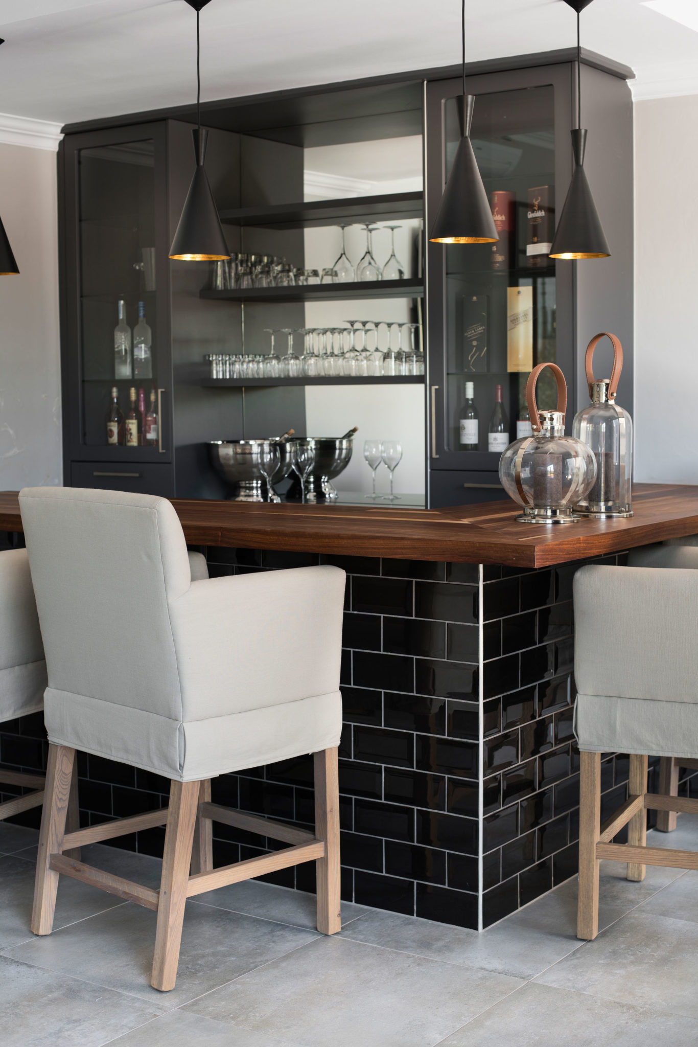 3 Beautiful Home Bars Perfect For Entertaining Sa Garden