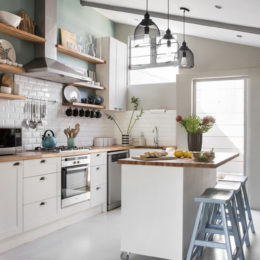 A cottage kitchen makeover
