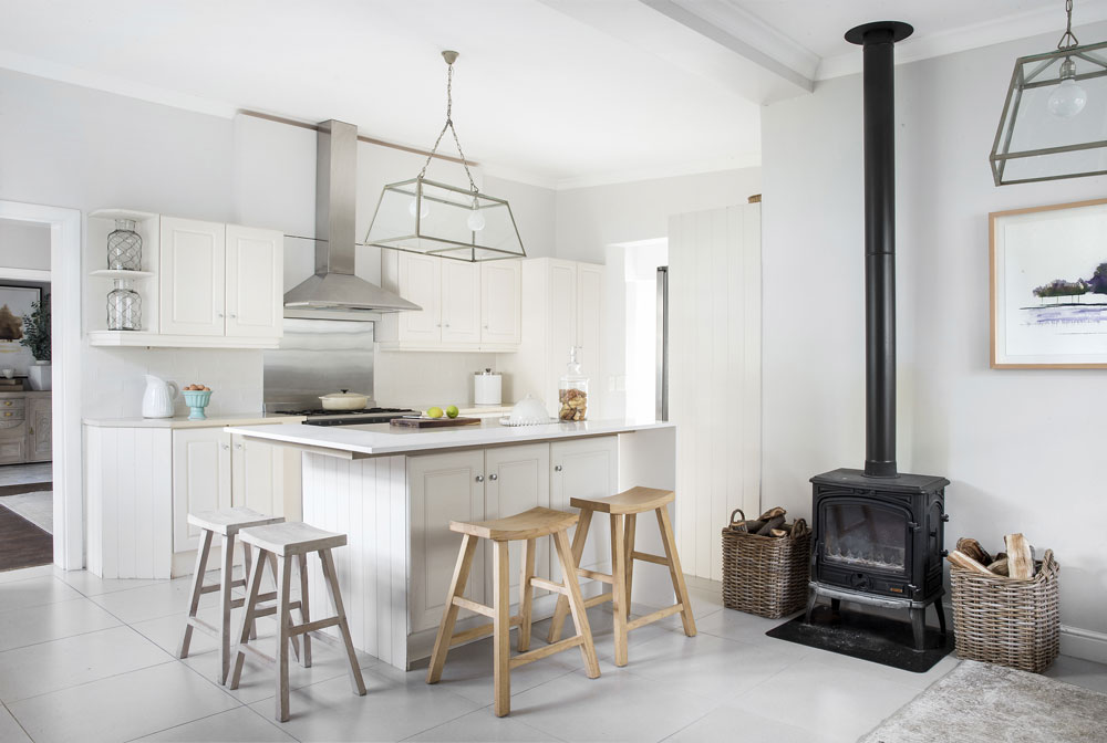 WHITE KITCHENS - GARDEN AND HOME 01